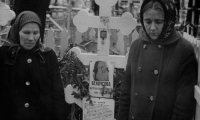 На могиле матери