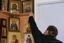 Значок возложен к иконе преподобного Амфилохия с благодарностью за помощь в завершении диссертаци