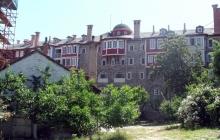 Ватопедский двор в мае 2009 года